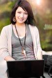 deltagare för blandad race för högskolabärbar dator royaltyfri bild