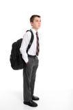 deltagare för högstadium för ryggsäckpåse bärande Fotografering för Bildbyråer