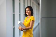deltagare för upprepning för högskolahallstående nätt Royaltyfria Bilder