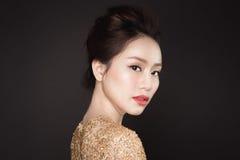 deltagare Härlig sexig asiatisk kvinna på svart bakgrund fotografering för bildbyråer