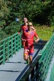 deltagare i den arga triathloneliten & U23en av densport v?rldsm?sterskapet arkivfoto