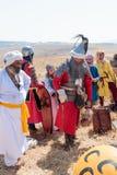 Deltagare i rekonstruktionen av horn av den Hattin striden i iklädd 1187 dräkterna av soldater Saladin firar seger Royaltyfri Fotografi