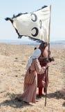 Deltagare i rekonstruktionen av horn av den Hattin striden i ställning 1187 på slagfältet nära Tiberias, Israel Royaltyfria Foton
