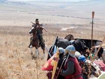 Deltagare i rekonstruktionen av horn av Hattin slåss i 1187 som är rörande runt om slagfältet nära Tiberias, Israel Royaltyfria Foton