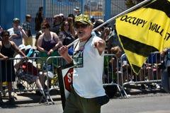 Deltagare marscherar i den 34th årliga sjöjungfrun ståtar på Coney Island Arkivfoton