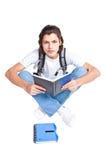 Deltagare med en lärobok och en satchel Royaltyfri Fotografi