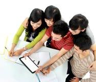 Deltagare med tableten Arkivbilder