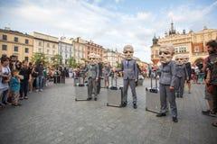 Deltagare på årligen (Juli 9-12) den 28th internationella festivalen av gatateatrar Arkivbilder