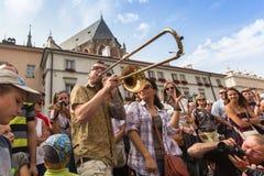 Deltagare på årligen (Juli 9-12) den 28th internationella festivalen av gatateatrar Arkivbild