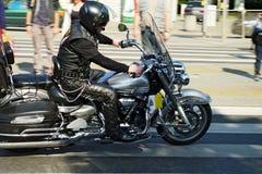 Deltagaren av den 14th internationella motorcykeln Katyn samlar Royaltyfria Bilder