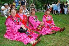 DeltagareSabantuy Tatar nationell dräkt arkivfoton