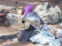 Deltagareutrustning i rekonstruktionen av horn av den Hattin striden i 1187 nära Tiberias, Israel Fotografering för Bildbyråer