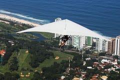 Deltaplane dans Rio de Janeiro Photo stock