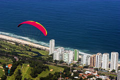 Deltaplane dans Rio de Janeiro Images stock