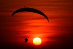 Images silhouette de parapente t l chargez 50 photos libres de droits - Heures coucher du soleil ...