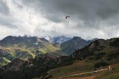 Deltaplaning in het Dolomiet Royalty-vrije Stock Foto's
