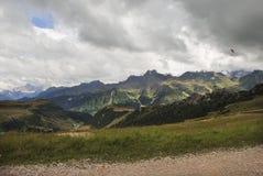 Deltaplaning in het Dolomiet Stock Foto's