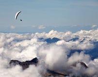 Deltaplaning over de Zwitserse Alpen royalty-vrije stock foto's