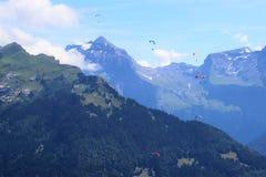 Deltaplaning in Samoens, Franse Alpen royalty-vrije stock fotografie