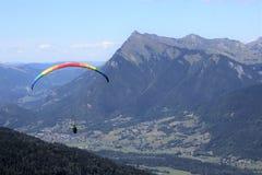 Deltaplaning in Samoens, Franse Alpen stock foto's