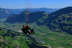 Deltaplaningsmening van Spieljoch in de Zillertal-vallei in Tirol stock afbeeldingen