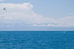 Deltaplano su Issyk-Kul Fotografie Stock Libere da Diritti