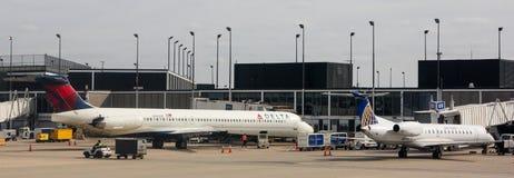 Deltaterminal på den O'Hare flygplatsen, Chicago, IL Arkivbilder