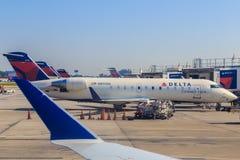 Deltaverbindingsvliegtuigen in Atlanta Royalty-vrije Stock Foto's