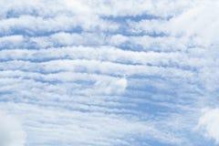 Delvis molnigt i morgonen, som en våg av vatten Royaltyfria Foton