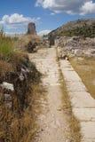 Delvist återställd stenlagd gata Arkivfoton