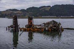 Delvist sjunkna historiska Hume Steamer Boat royaltyfria foton
