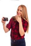 Demütigende Kompaktkamera des attraktiven weiblichen Fotografen - Isolator Stockfoto