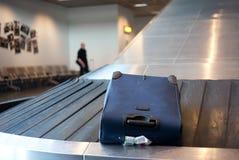 Demanda del equipaje del aeropuerto fotos de archivo libres de regalías