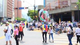 Demandas de los trabajadores para sueldos más altos y la dimisión de Nicolas Maduro en día laborable internacional en Caracas, Ve