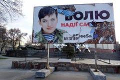 Demandas descoloradas del cartel para liberar a Nadiya Savchenko, Dnipro, Ucrania fotos de archivo