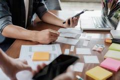 Demande de planification de concepteur de Web de téléphone portable photo libre de droits