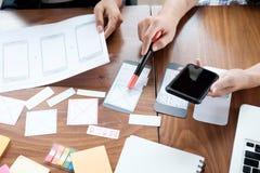 Demande de planification de concepteur de Web de téléphone portable image libre de droits