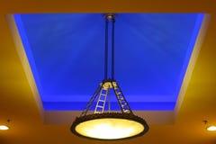 Demande de règlement bleue d'éclairage de plafond photo stock