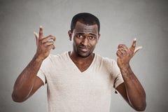 Demander fâché contrarié de jeune homme quel est votre problème Image libre de droits
