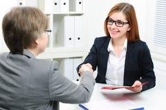 Demandeur de travail ayant l'entrevue Photo stock