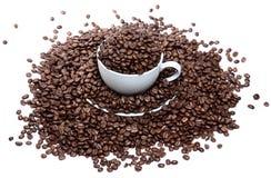 Demasiado café en una taza aislada Imagen de archivo libre de regalías