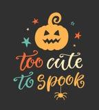 Demasiado lindo al espectro Cartel del partido de Halloween con la calabaza manuscrita de las letras y del garabato de la tinta Foto de archivo