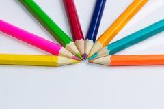 Demi-cercle fait ou crayons Photographie stock