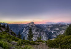 Demi coucher du soleil de dôme en parc national de Yosemite, images libres de droits