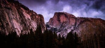 Demi dôme au crépuscule, parc national de Yosemite, la Californie photo libre de droits