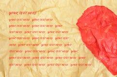 Demi de forme de coeur sur le papier chiffonné Image stock