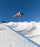 Demi de snowboard de pipe photos libres de droits