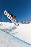 Demi de snowboard de pipe photo libre de droits