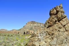 Demi-lune au-dessus de parc national de Teide de bâti Image stock