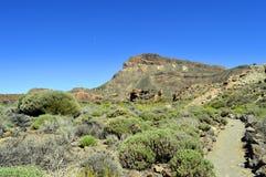 Demi-lune au-dessus de parc national de Teide de bâti Photos libres de droits